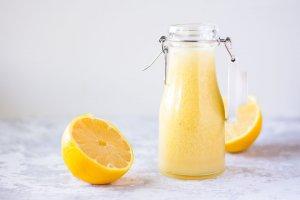 Kevyt appelsiini salaattikastike