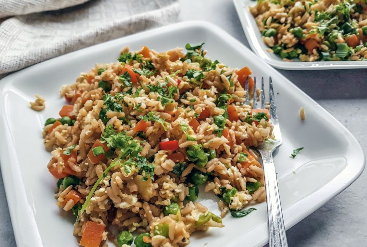 Paistettu kasvisriisi on loistava resepti hyödyntää edellispäivän ylijääneet riisit