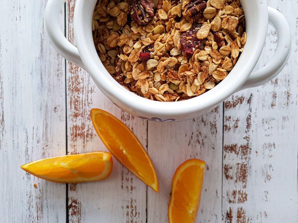 Appelsiinilla maustettu granola