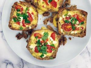 Kananmuna-feta leipäkupposet