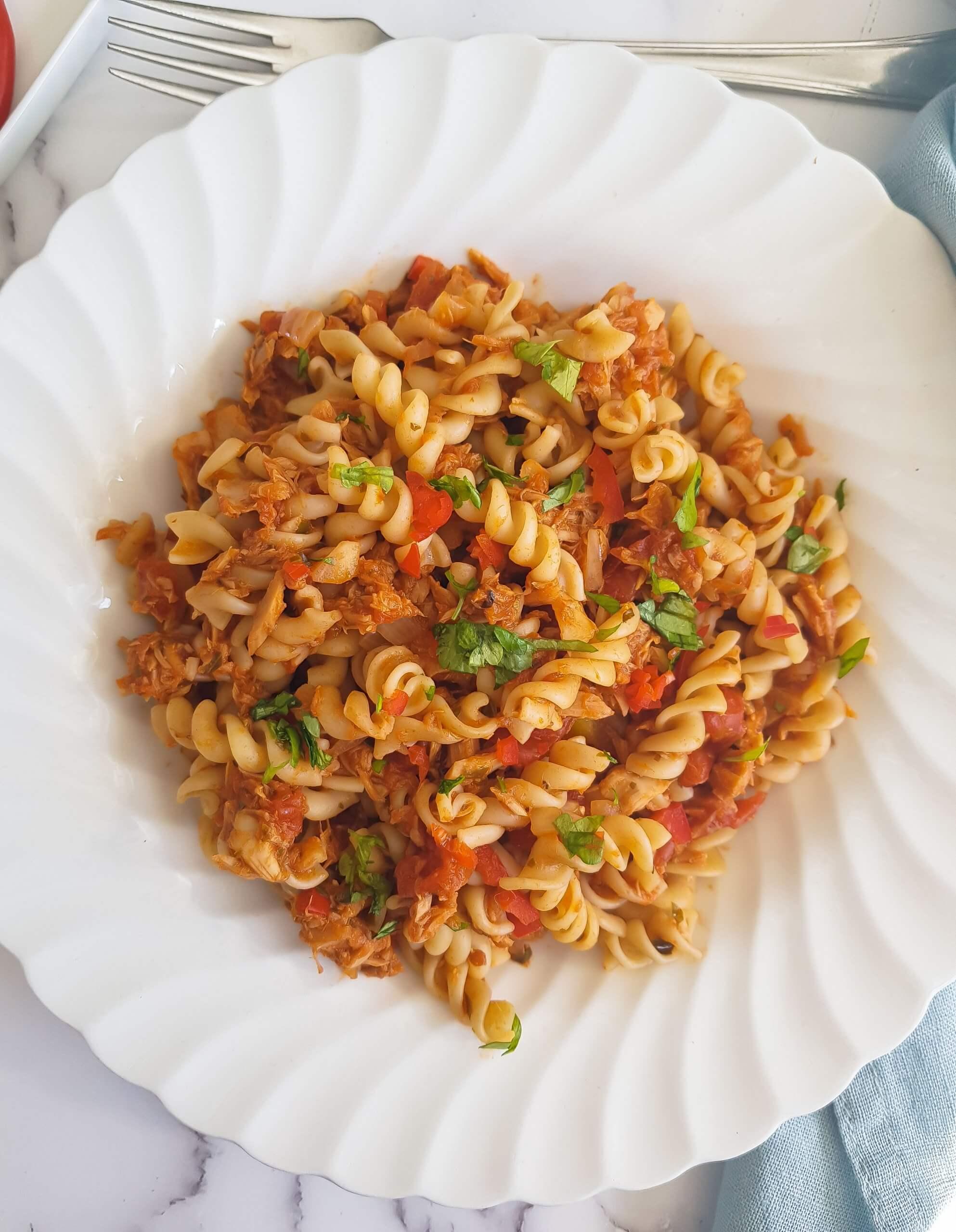 tonnikala-tomaattipasta