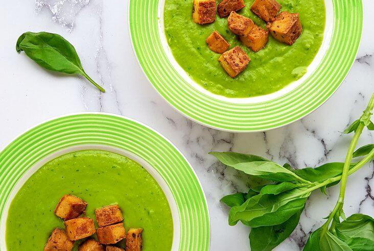 Tuorehernekeittoa ja tofua