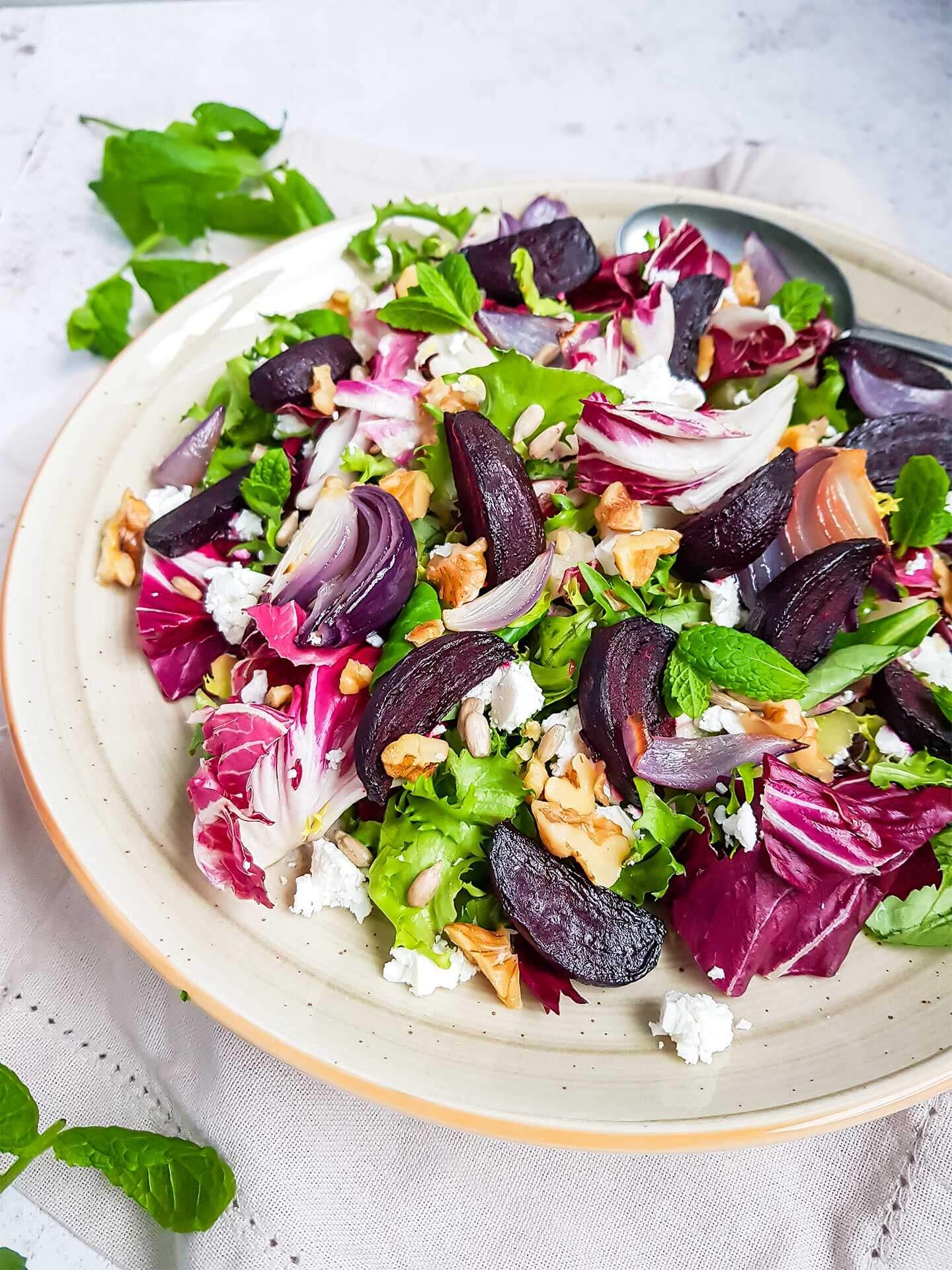 Paahdettu punajuuri-feta salaatti