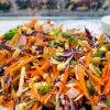 Värikäs ja terveellinen raastesalaatti