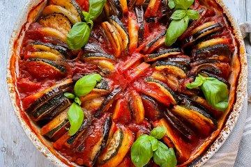 Herkullinen Tomaattinen kasvisvuoka