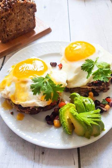 taysjyvaleipaa-kananmunia-avokadoa