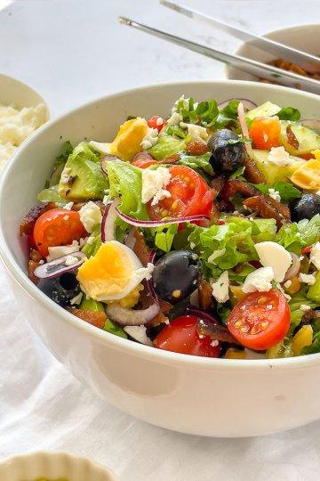 Ruokaisampi kreikkalainen salaatti