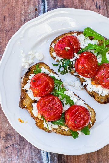 Grillattu ricotta-tomaattileipä