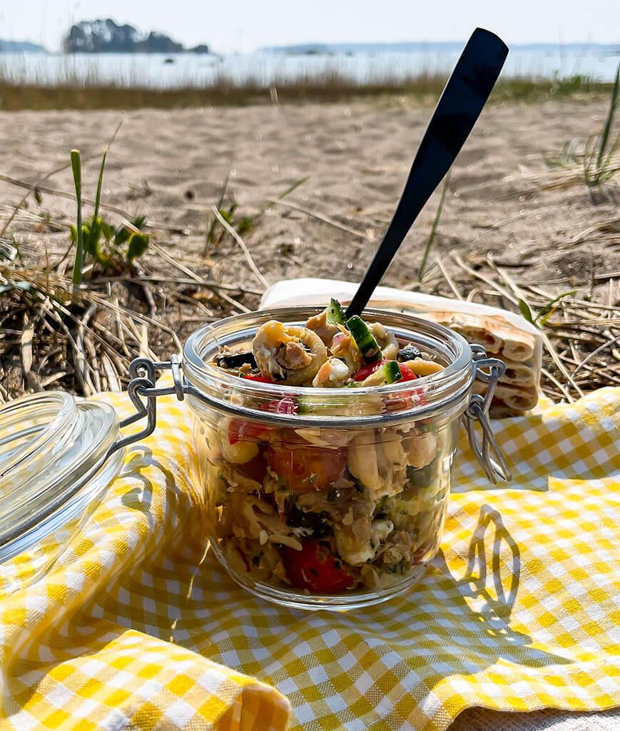 Tonnikala-pastasalaatti basilikaöljyllä