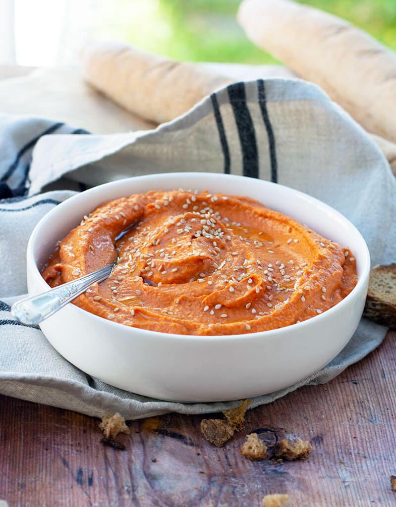 Hummus-grillatuista-paprikoista