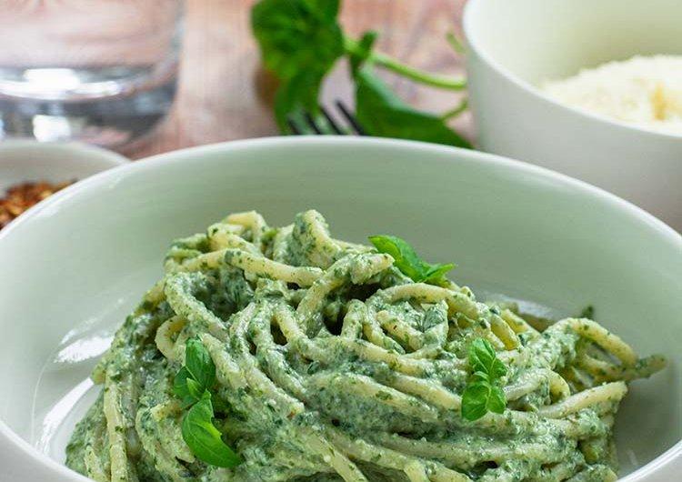 Helppo ja nopea vihreä pastakastike